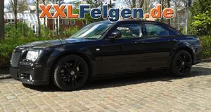 Chrysler 300C LX auf DBV Mauritius 20 Zoll Alufelgen in schwarz